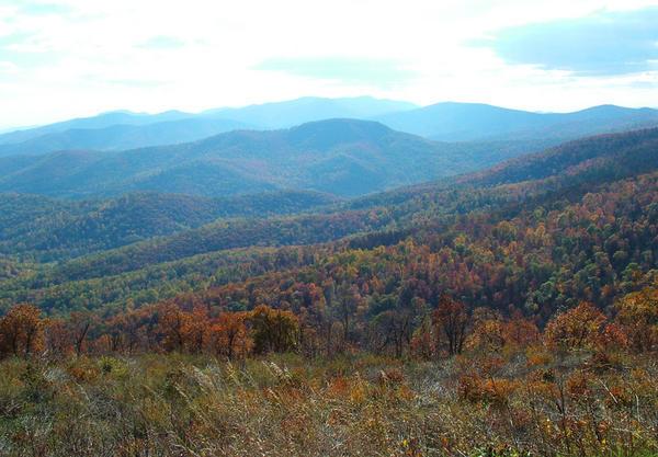 663060-blue-ridge-mountains-of-virginia-0